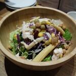 121310564 - 10種野菜の彩りサラダ600円