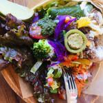 ラホヤ - ビーフタコス。ハラペーニョの酢漬けをのせて。酸味と後からくる辛味がメキシカン!