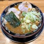 関西 風来軒 - 料理写真:旨辛とんこつラーメン