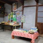 古民家珈琲 大多羅庵 - 隣接の駄菓子屋 2019年12月