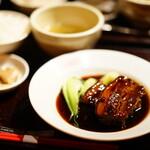 あひるの台所 - ハーブ三元豚のとろとろ豚角煮 (¥780)、ご飯セット (¥280)