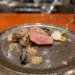 121321636 - フランス産の鴨の炭火焼きとフォアグラ
