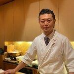 121335759 - ご主人の伊藤さん。オールバックにしたドヤ顔がさまになっている。
