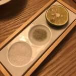 NOBU - 天ぷらに付ける岩塩と昆布塩とすだちのセット