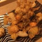 NOBU - かき揚げ、えびや銀杏、蓮根など色々なものが入っていて美味しい