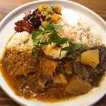 キッチン アンド カリー - 黒酢のポークビンダルー&牛すねと大根
