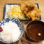 らーめんとカラアゲ あの小宮 - カラアゲ定食[醤油ガーリック](¥870)