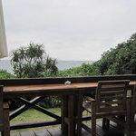 島野菜カフェ Re:Hellow BEACH - 海も見えるテラス(鈍色なのは、雨のせいです)