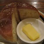 コーナーズグリル - パンは、昼のハンバーガーのバンズ