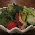 コーナーズグリル - 海ぶどうやゴーヤがある沖縄らしいサラダ
