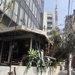 ル・カフェ・ドゥ・グランブルー - 店の前から東京タワー 2012/03
