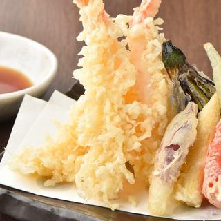 蕎麦屋ならではの揚げたてサクサク天ぷら