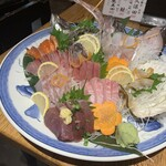 魚の三是 - 刺身盛り