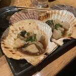 魚の三是 - 帆立貝焼き