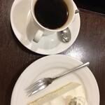 マドンナー - 友人のたのんだコーヒーとレアチーズケーキ