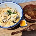 121379878 - 日替りどんぶり定食、この日は牡蠣卵とじ丼。