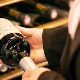 肉料理と相性の良い世界各国のワインが、豊富にラインナップ