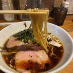 らー麺や 与 - 鶏がら黒醤油 800円 (リフト)