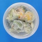キッチンオリジン - 料理写真:海老とブロッコリーのサラダ(上から)