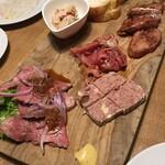 熟成肉バル オオゾネウッシーナ - シャルキュトリー5種盛り合わせ1,980円