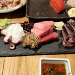炭火焼大衆酒場 御厨 - 刺身おまかせ4種盛り本マグロ・カツオ・水ダコ・ブリ