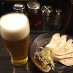 香氣 四川麺条  - ビールと蒸し鶏を単品発注。ゴージャス♪