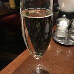 RIGOLETTO TAPAS LOUNGE - スパークリングワインで