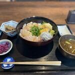 魚まみれ眞吉 - ブリの炙り丼