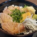 魚まみれ眞吉 - ブリの炙り丼(拡大)