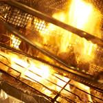 炭火炙りは19時半、21時の1日2回の調理時間限定。