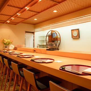 一流の器と料理で完成される和の美学。静謐な空間で珠玉の一皿を