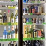 若松家酒店 - お酒もチェイサーも冷蔵庫から選びます