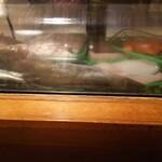 大成寿し - 料理写真:カウンターのケースに鎮座するアイナメ