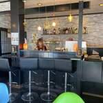 ハーブ&スパイス ファミリーレストラン Fewa - 内部はCafeかbarのよう!