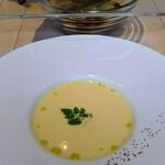 121449100 - スープとパン