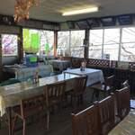 せきれい茶屋 - オープンドアのため外とほぼ同じ気温の店内