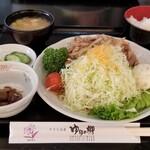 紫峰 - ローズポーク焼肉定食(820円)