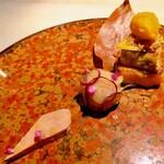 クラフタル - 鴨フォアグラテリーヌ、葡萄をまとった鴨フォアグラムース、鵞鳥フォアグラソテーと柿ソルベを乗せたフレンチトースト