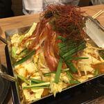 日本再生酒場 - 定番!自慢のもつ鍋・・・苦手な私でも頂けました。