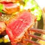 Shiroganekohiten - モーニングセット 道産牛フィレ150gのステーキ 1650円(税込) 道産フィレのステーキの断面のアップ【2019年12月】