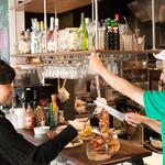 サンバ ジ セレイア - ランチタイム:ポルキロ(量り売り) 100g/220円(税別) ビュフェよりサラダ類を選び、カウンターでお肉を切り分けてもらいます♪そしてグラム数を図り金額を出します。何度でもおかわりできます。
