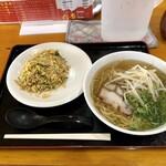 六番 - 料理写真:半チャン定食 800円