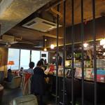 アナログ カフェ ラウンジ トーキョー - 若者が集う憩いの場