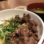 炙り牛たん 万 - 料理写真:牛たんとろろ丼(味噌汁のセット)