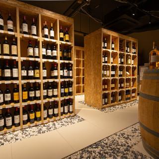 温度や湿度の徹底的な管理の下、静謐さ漂うワインセラー
