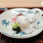 緒方 - 明石の鯛、 福井小浜のアオリイカ、 醤油か、あらめ塩