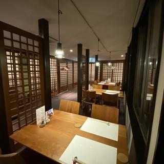 特別なお食事や接待でのご利用にも対応する完全個室。
