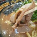 無鉄砲 - 薄切りチャーシューは、スープによく調和して旨い