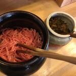 博多玉 - 紅生姜。とにかく辛子高菜が辛い!