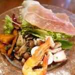 121514109 - 生ハムと前菜3種のサラダ